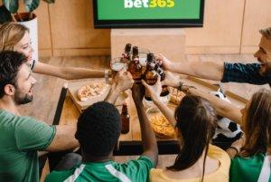 Se live fodbold med venner og familie derhjemme fra sofaen